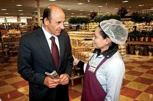 Artie T Demoulas in full employee engagement mode. Image source: Boston Business Journal.